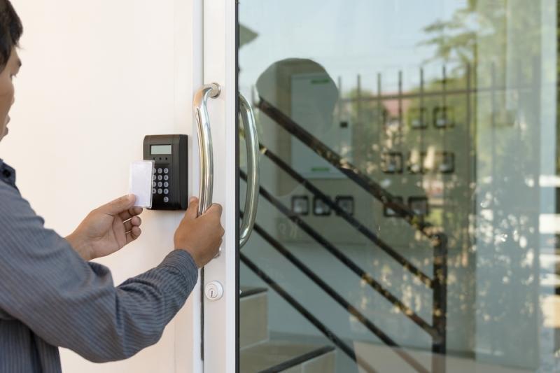 Instalação de portas automáticas